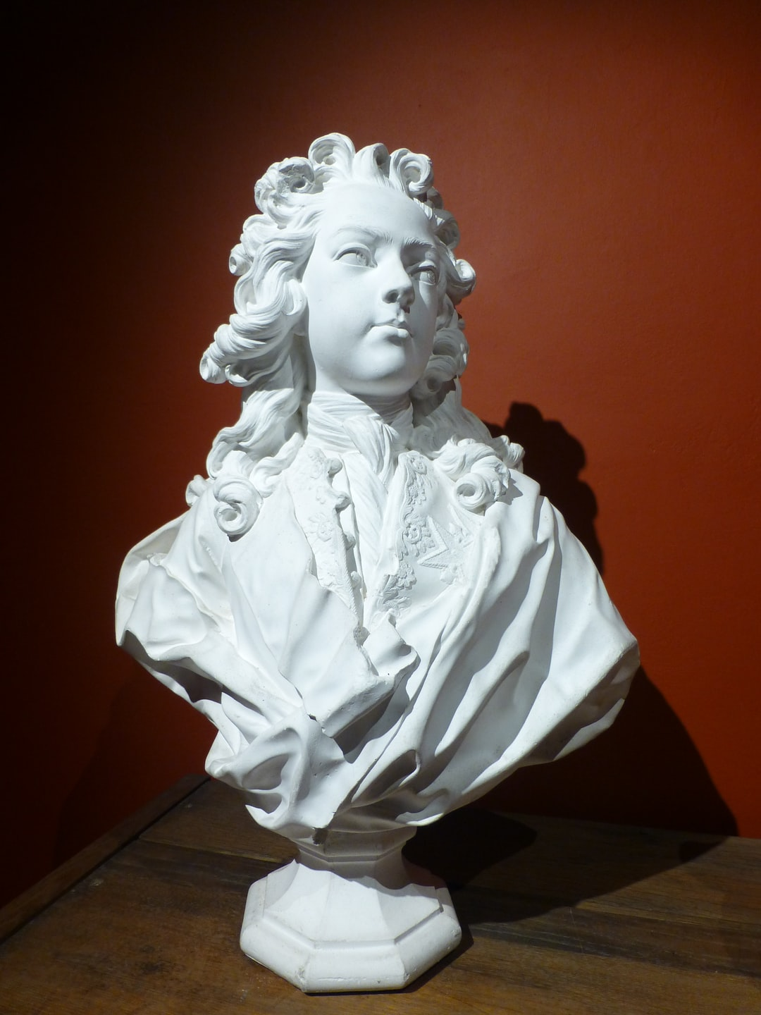 Louis XIV jeune.  https://musees.isere.fr/musee/musee-hebert