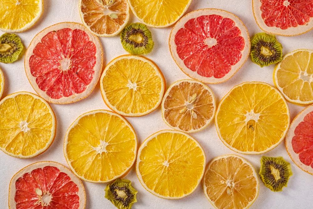 closed lemons and kiwi fruits