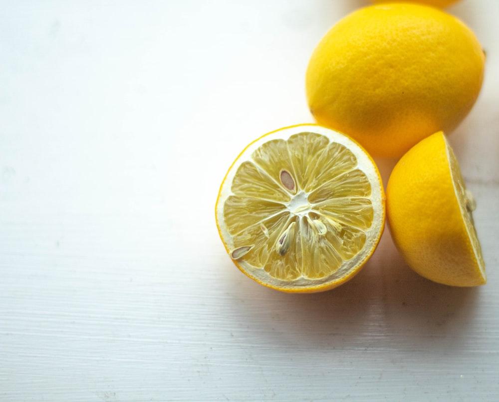 shallow focus photo of sliced lemon fruits