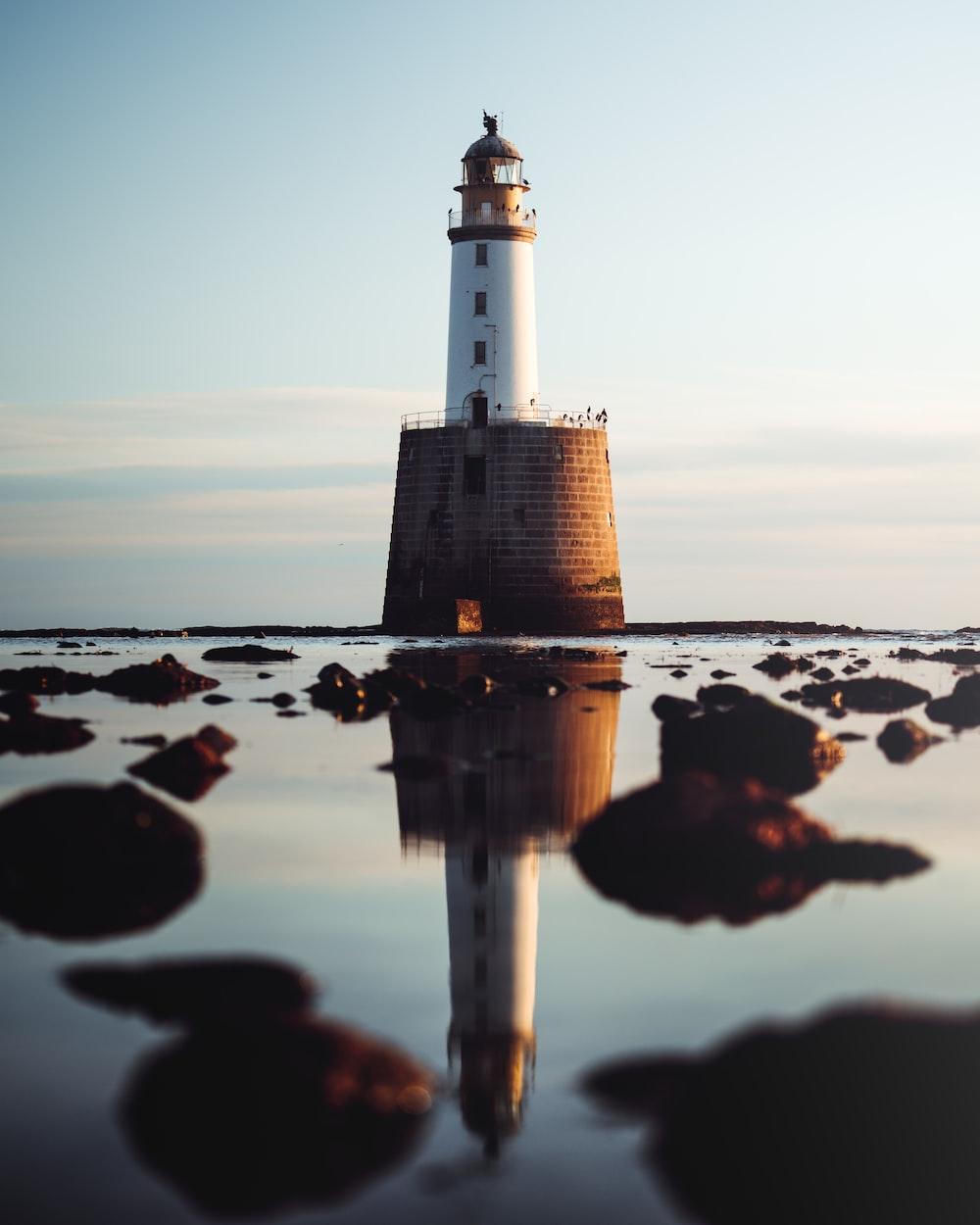 shallow focus photo of white lighthouse