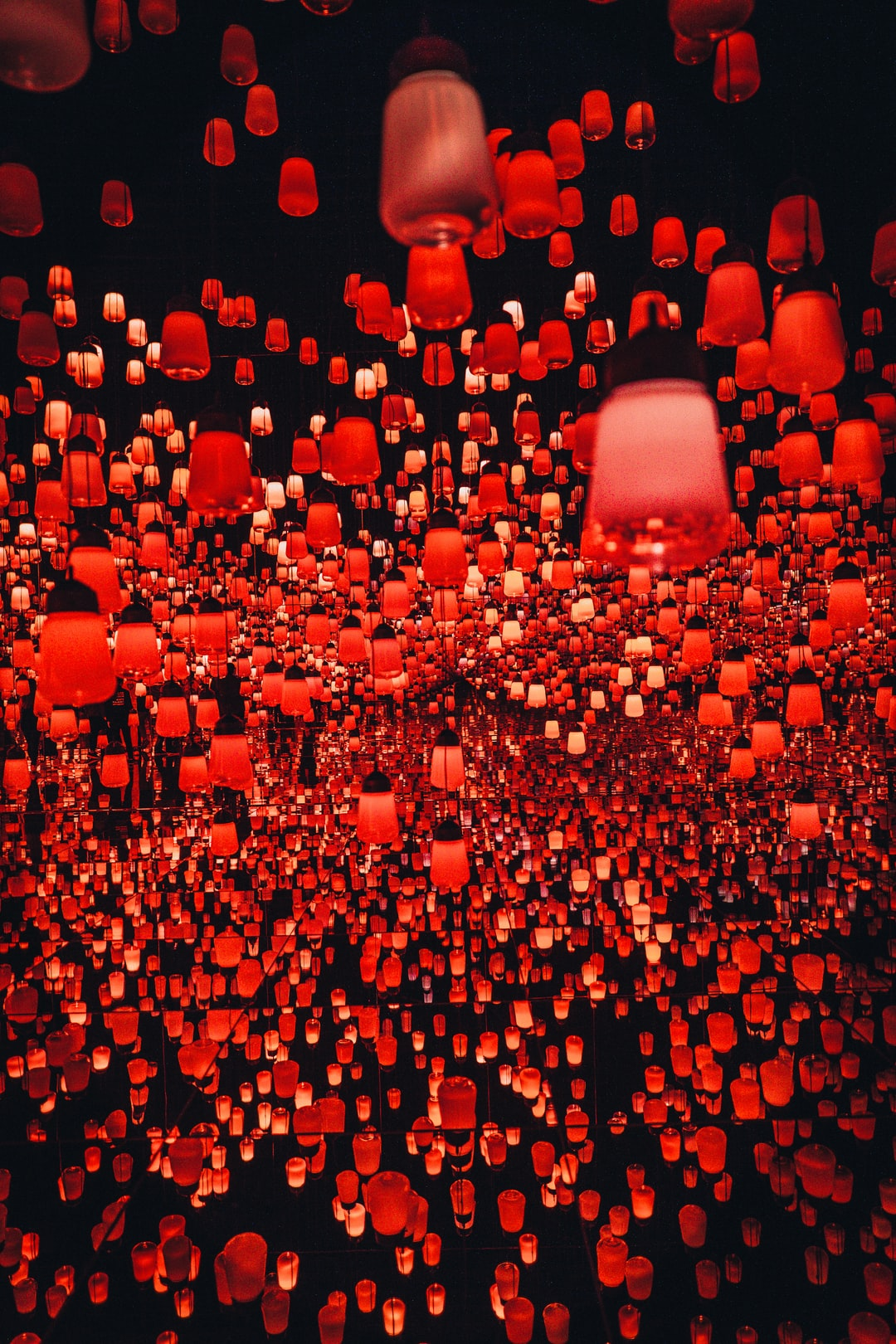 hundreds of Chinese lanterns at the teamLab Borderless exhibition