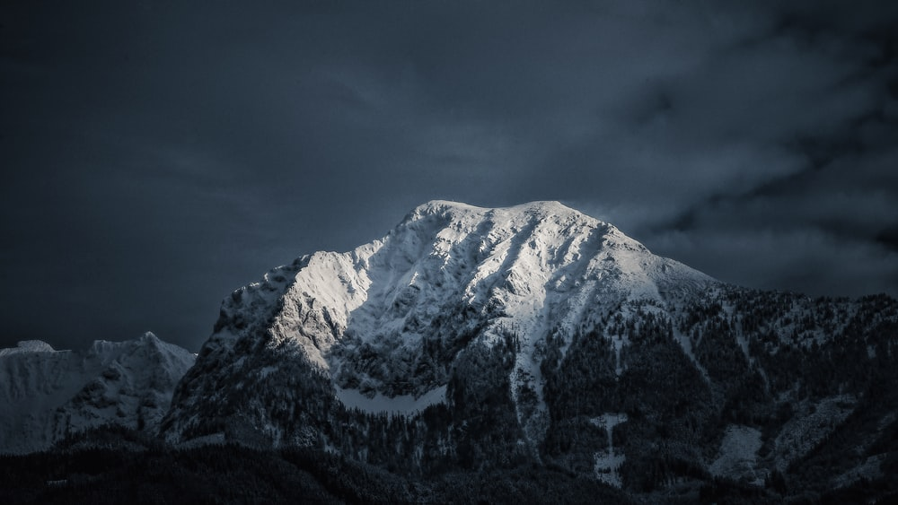 shallow focus photo of snow covered mountain