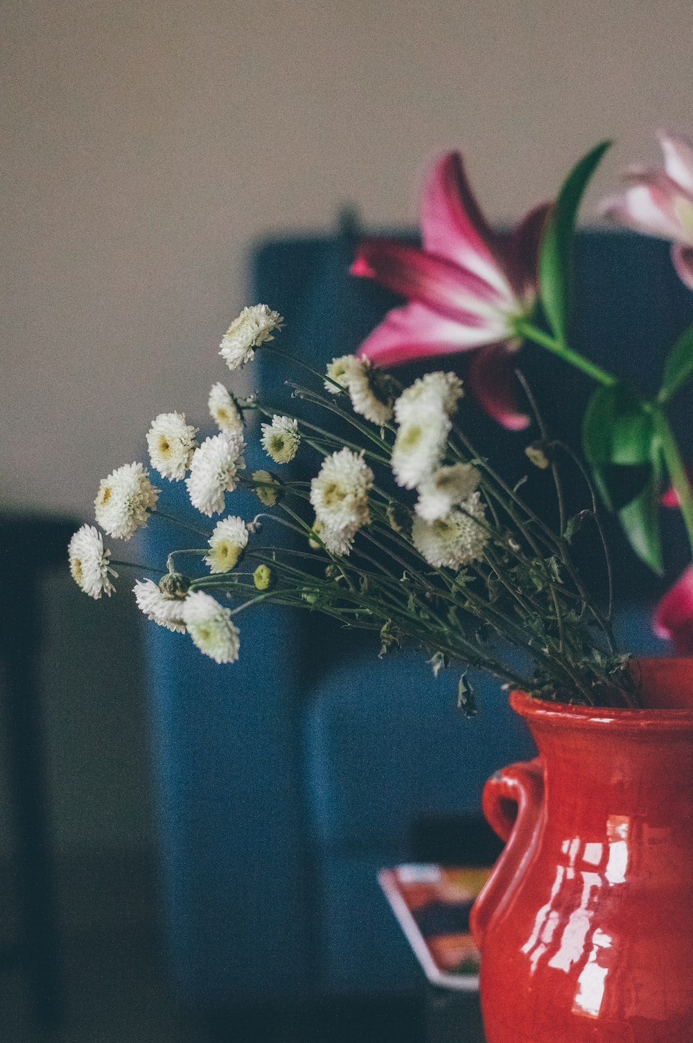 selective focus photography of white and pink flower centerpiece