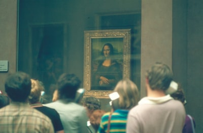 people standing in front of mona lisa painting da vinci zoom background