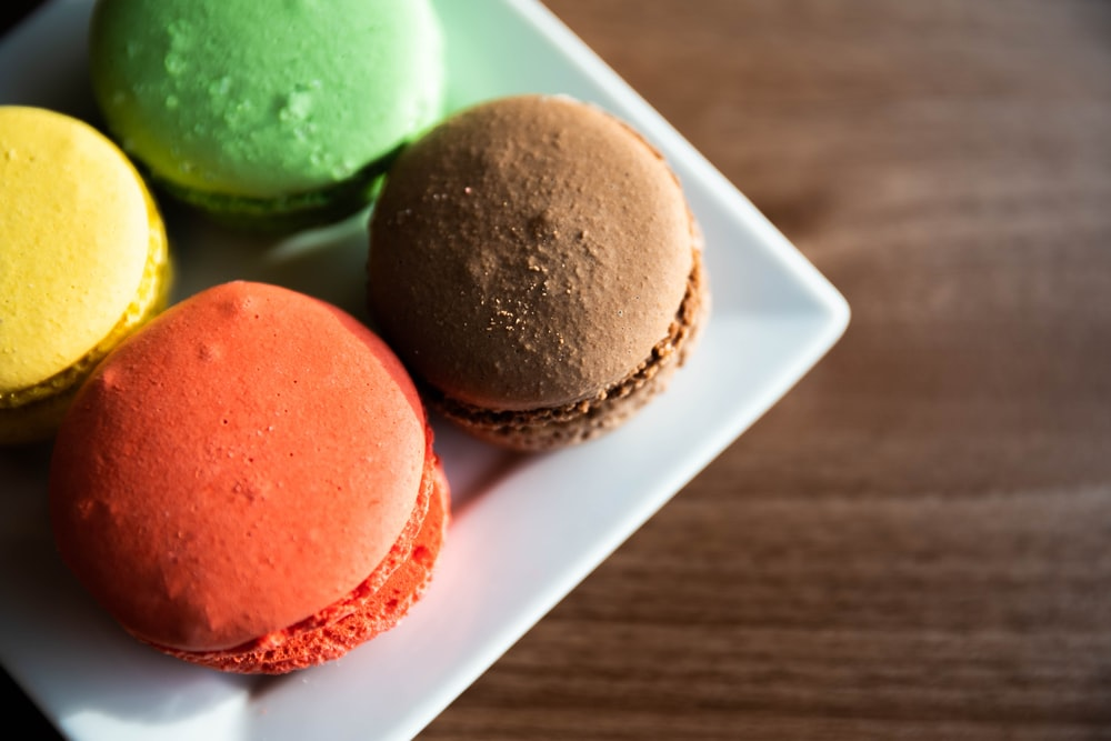 macarons in the plate