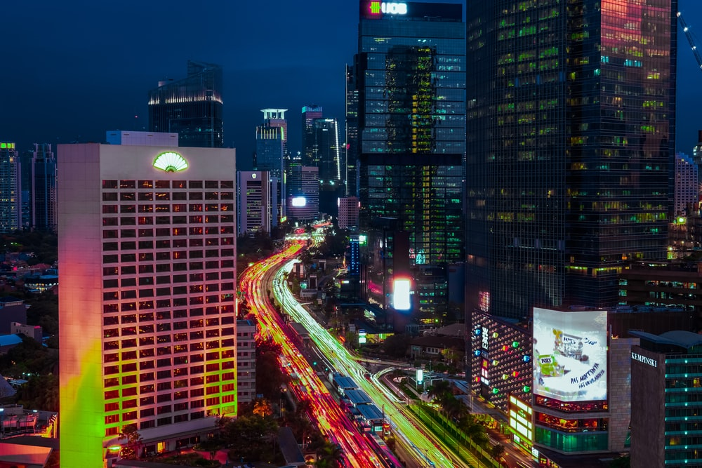 time lapse photography of red and green lights