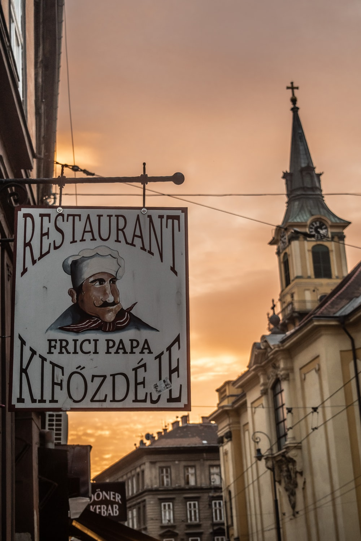 restaurant Kifozdeje signage