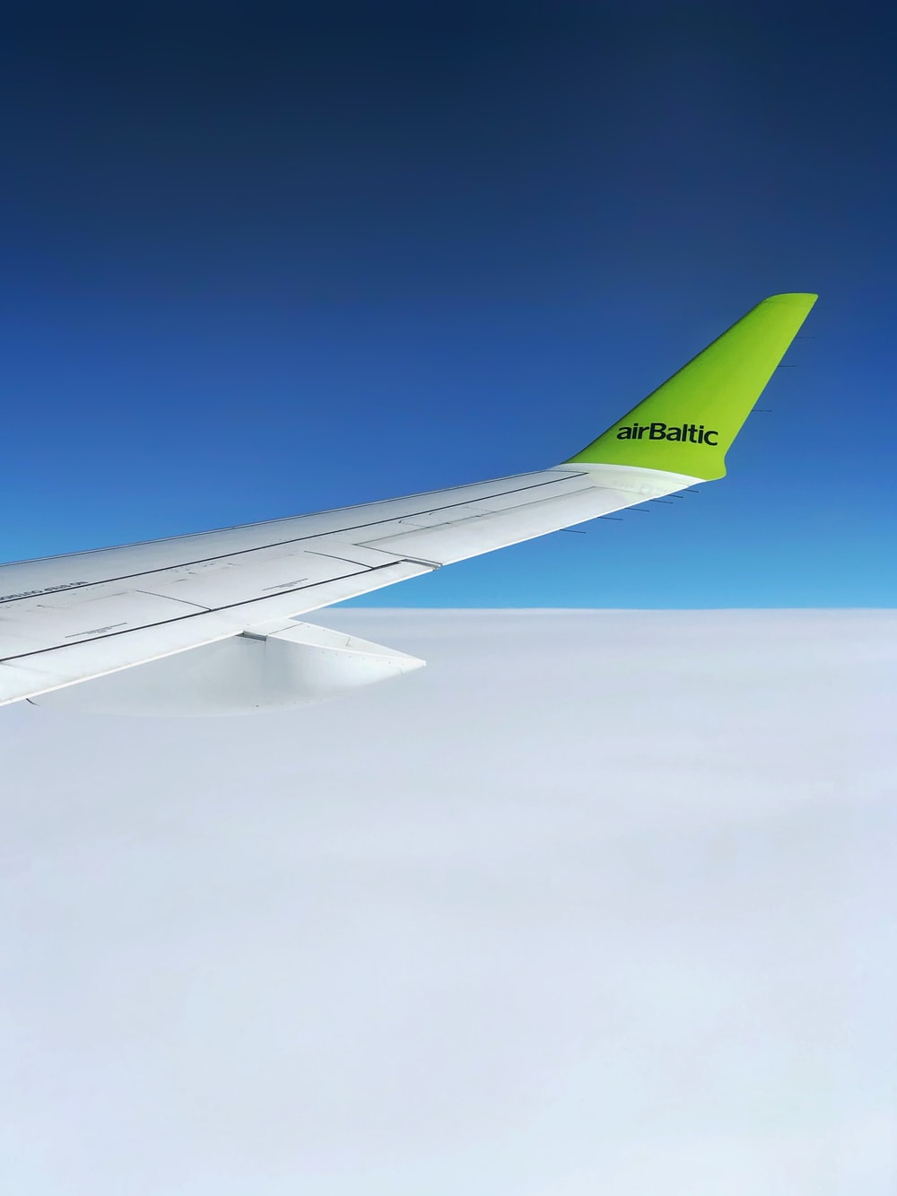 white and green airplane wing