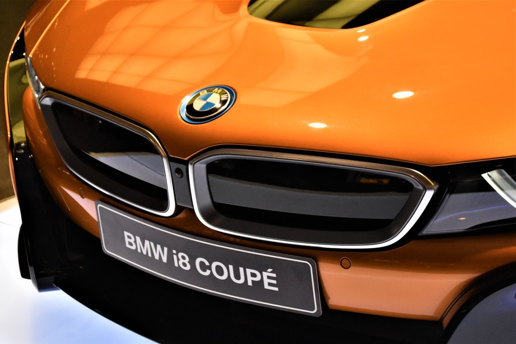 orange BMW i8 coupe
