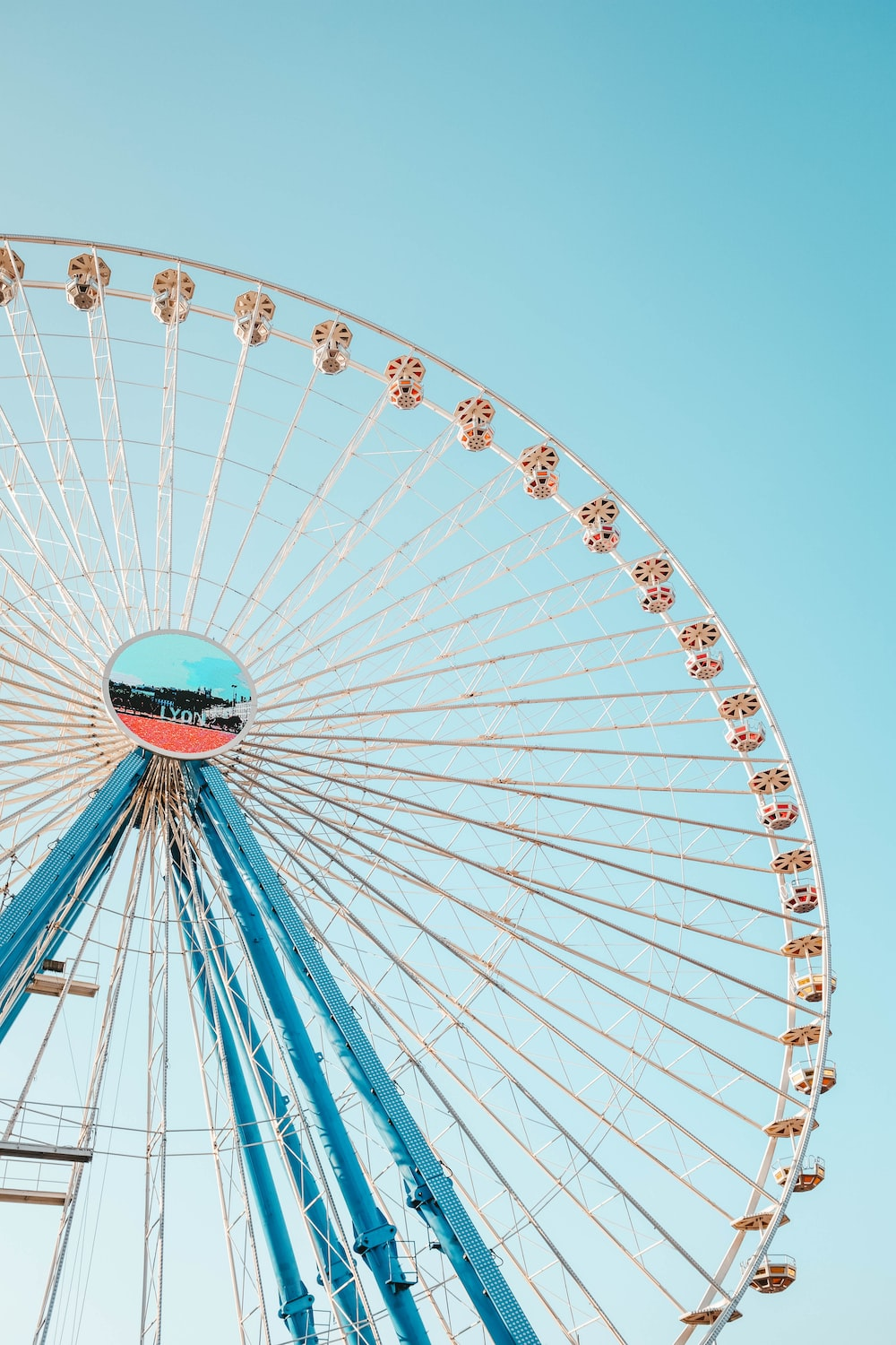 blue and white ferris wheel photograph