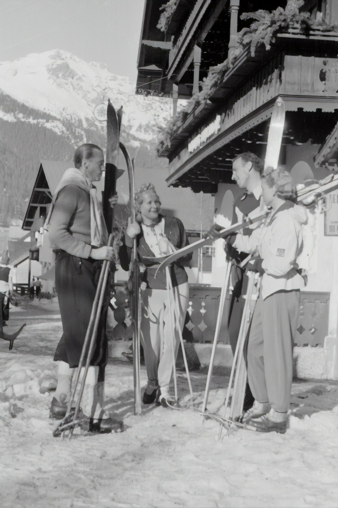 People with skis in front of the hotel, 1940