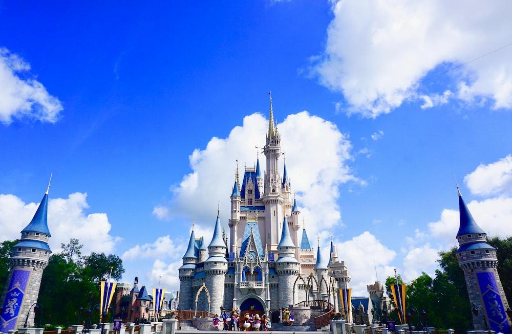 白と青の城