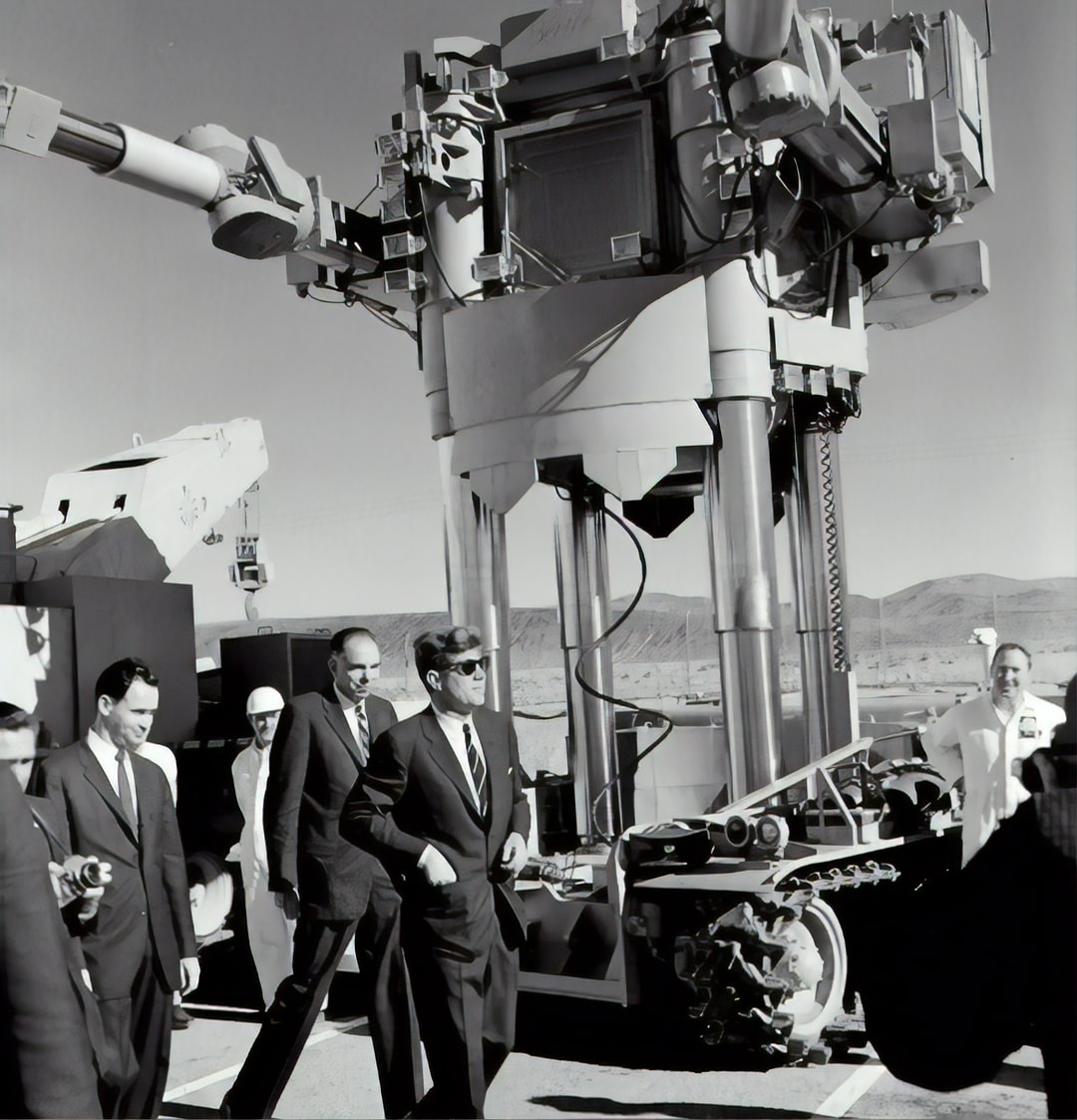 PRESIDENT JOHN F. KENNEDY VISITS AREA 400 MAD BUILDING AT LOS ALAMOS IN 1962.