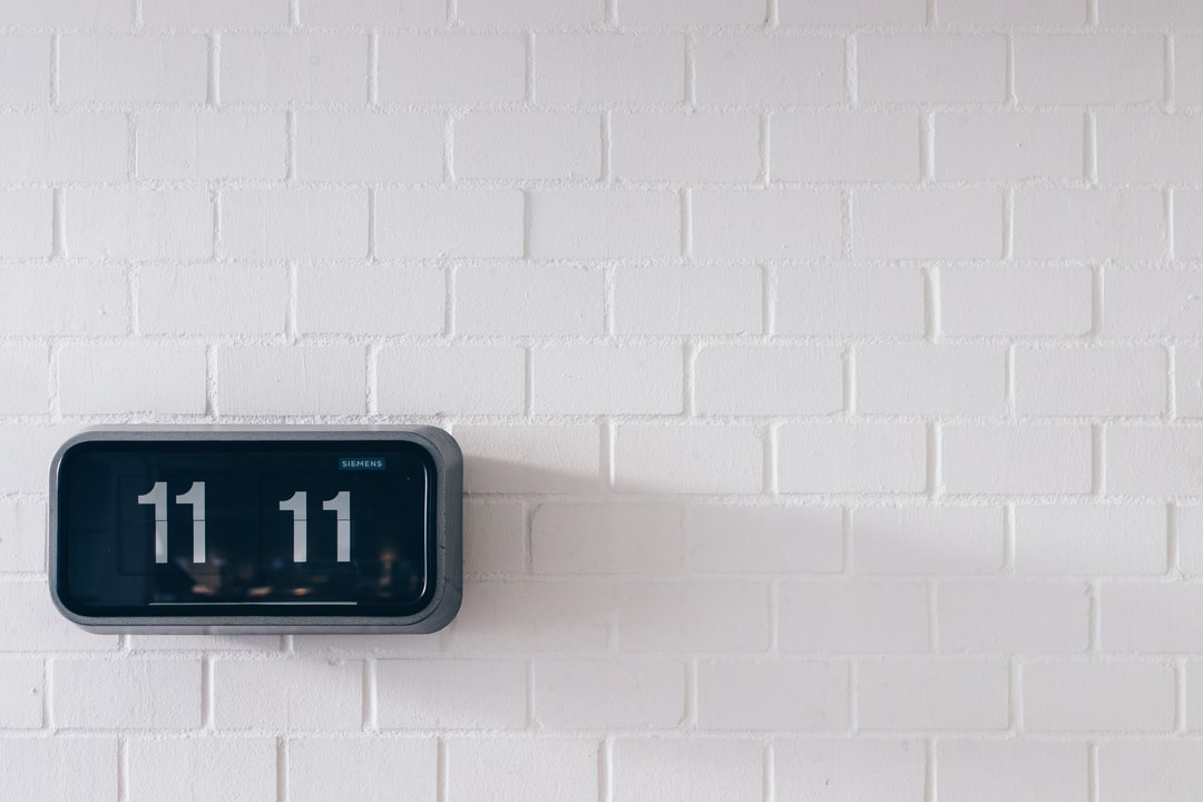 11:11h. A Clock Hanging On A White Wall. - unsplash