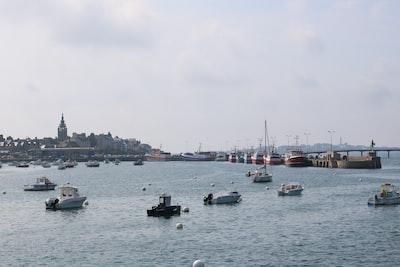 sailing boats during daytime