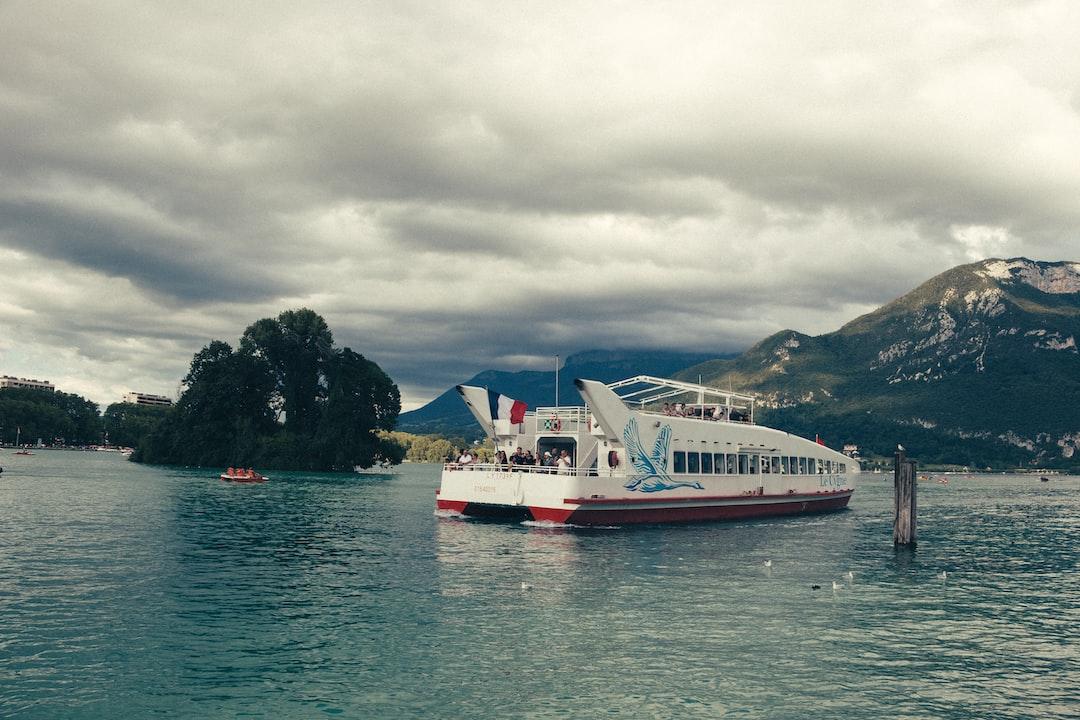 Ballade en bateau sur le lac d'Annecy