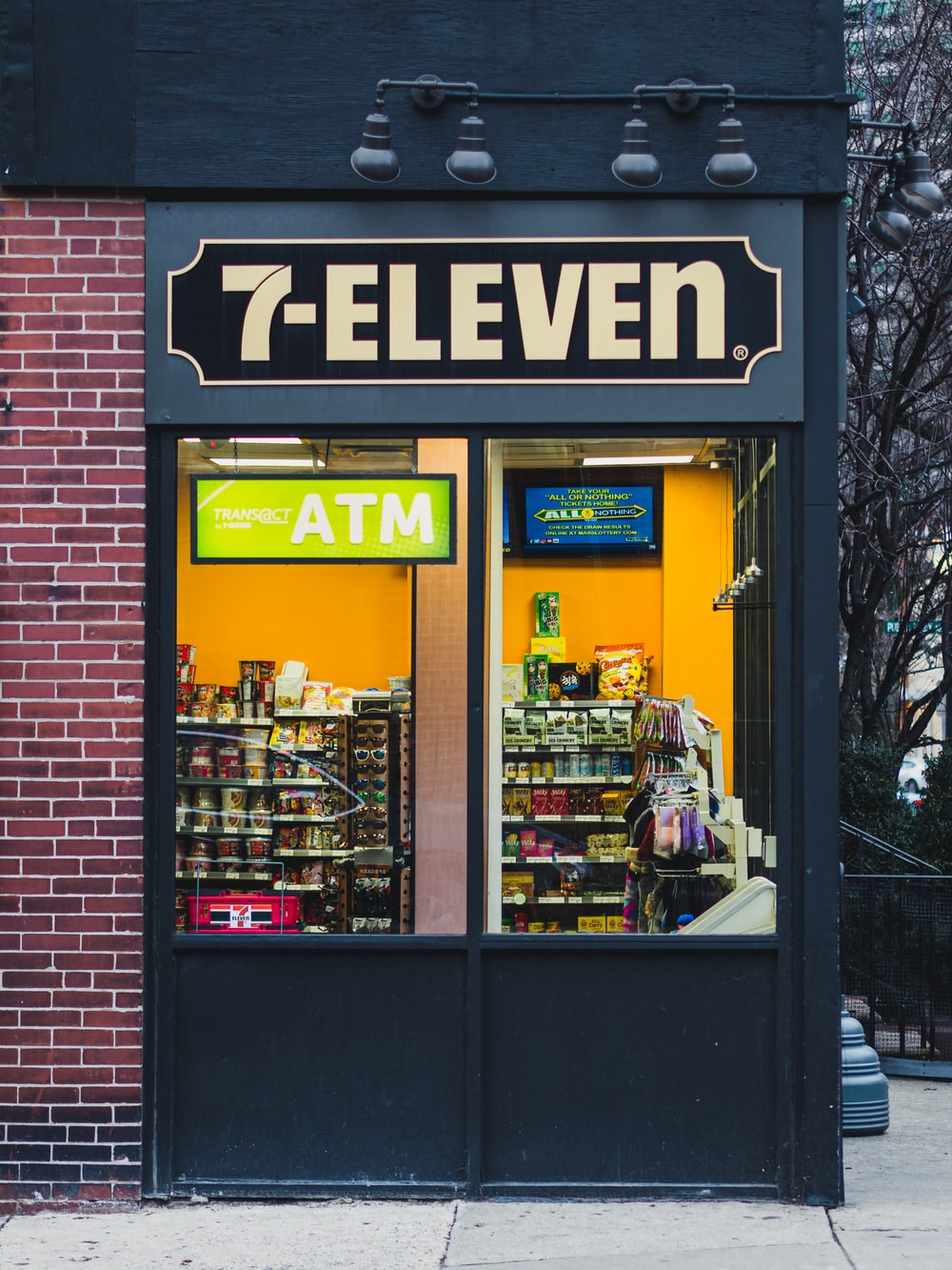 7-Eleven store during day