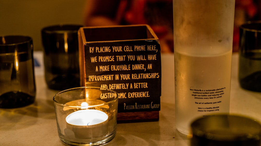 The cell phone rest box in Crazy About You restaurant.