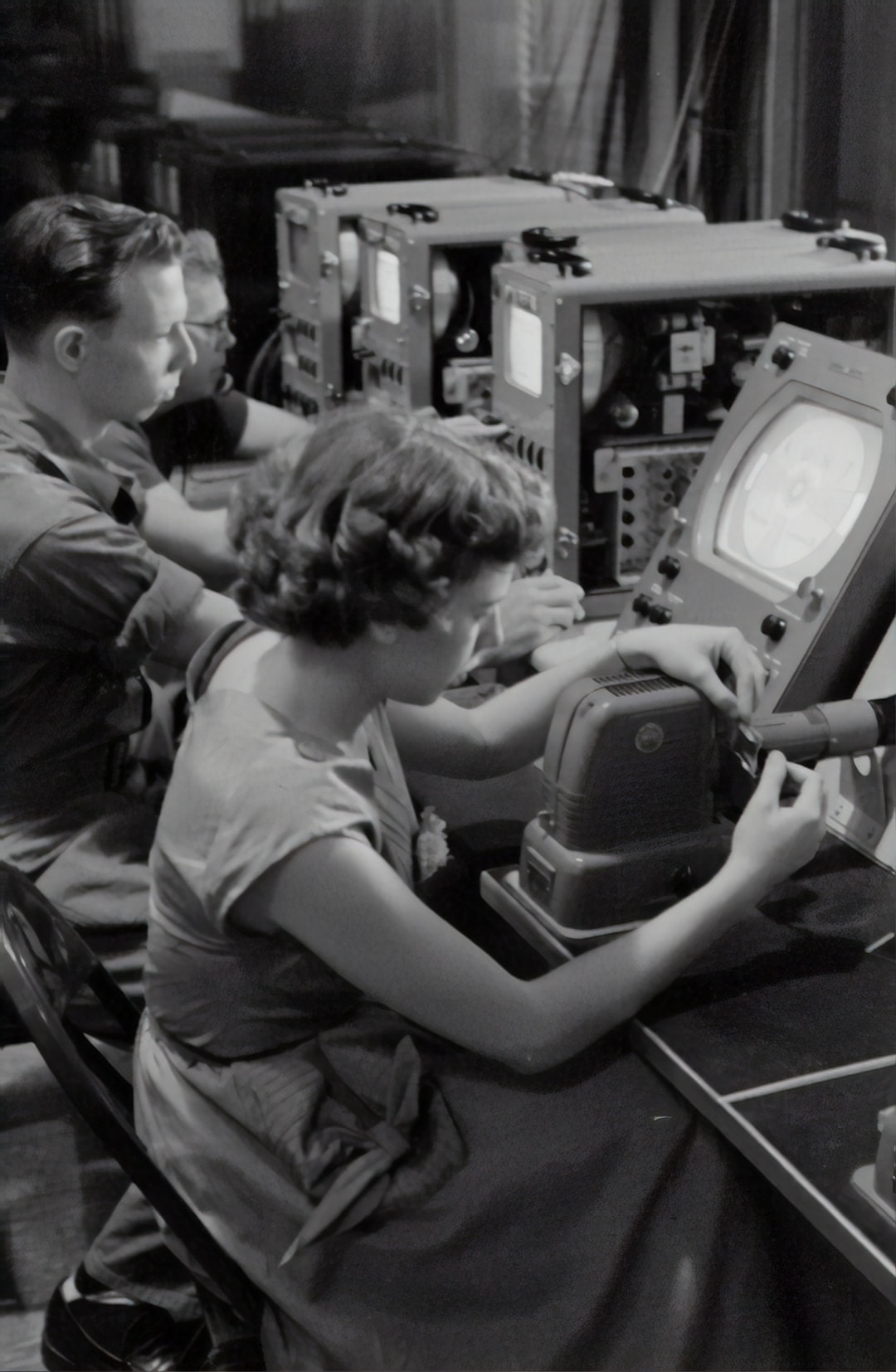 Students in front of screens, 1954