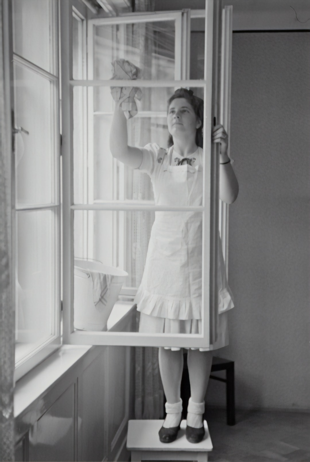 When cleaning windows, 1943
