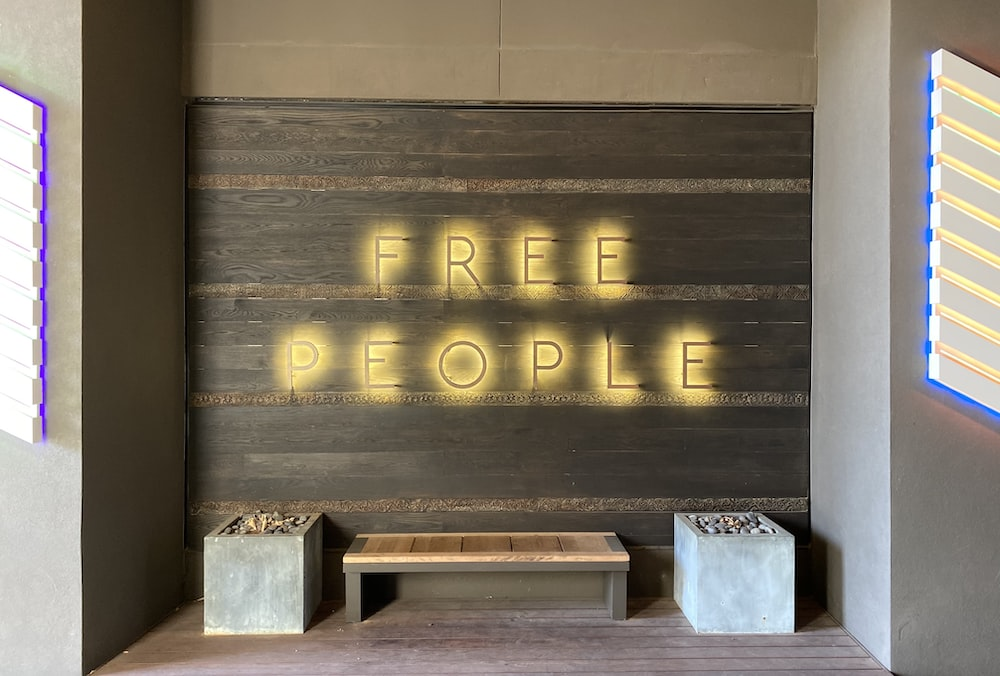 Free People table table
