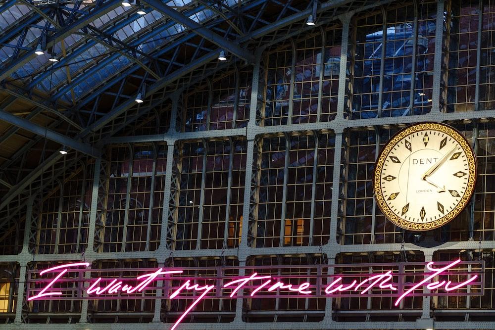 analog clock displaying 4:09 time