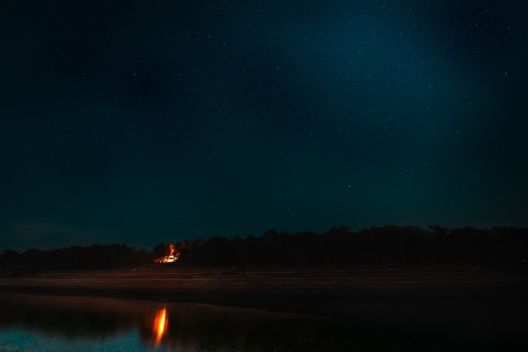 Starry Night By the Waters Edge - unsplash