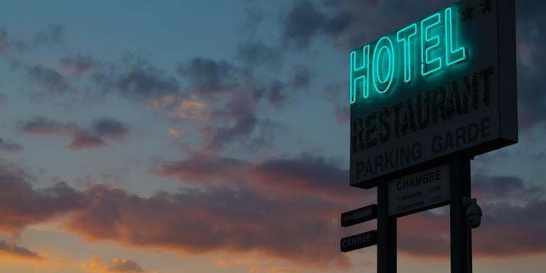 5 Days In A Cheap HotelRoom