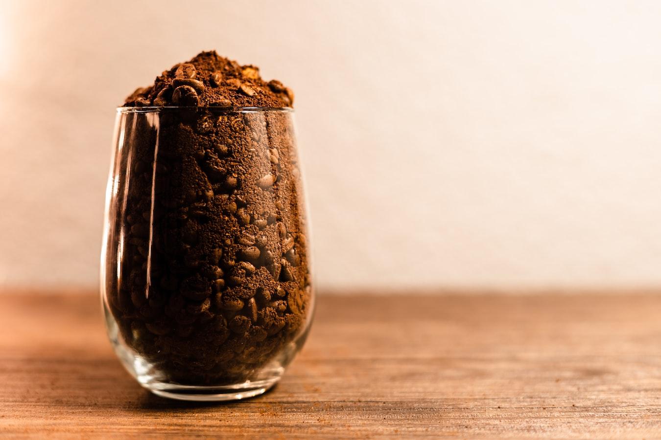Kaffeesatz im Glas