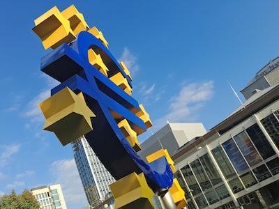 """Perché il debito pubblico italiano con la lira ebbe la tripla """"A"""" e con l'euro è sceso in B"""