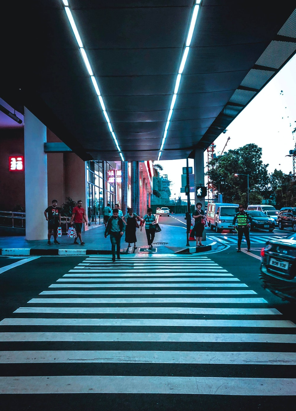 people about to cross street