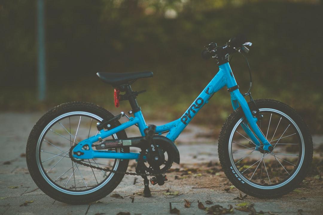 """Blue Kids Mtb Pyro Mountainbike 16"""" - unsplash"""