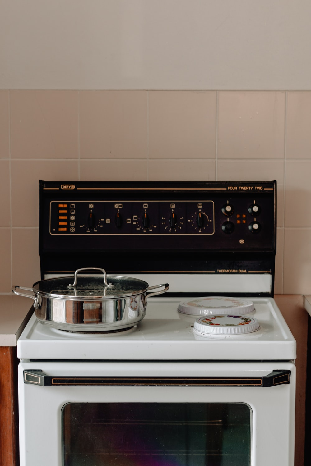 white and black induction stove