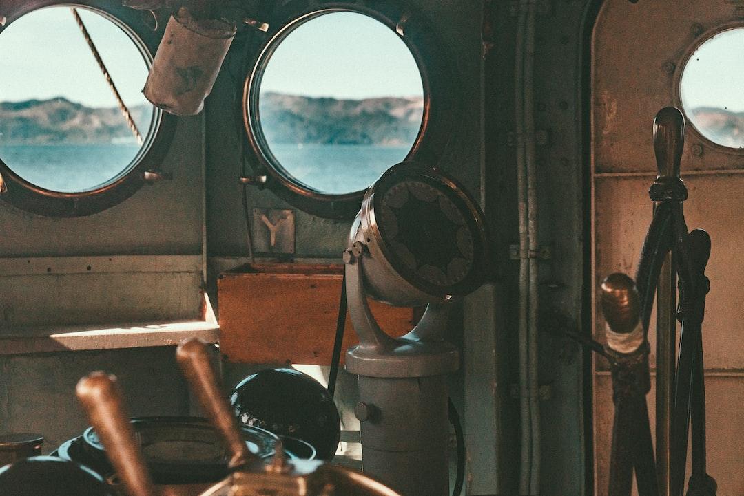 Ship Helm - unsplash