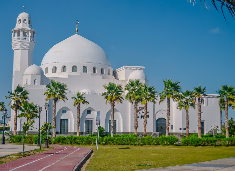 photography of white mosque during daytime