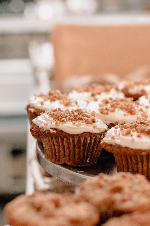 shallow focus photo of cupcakes
