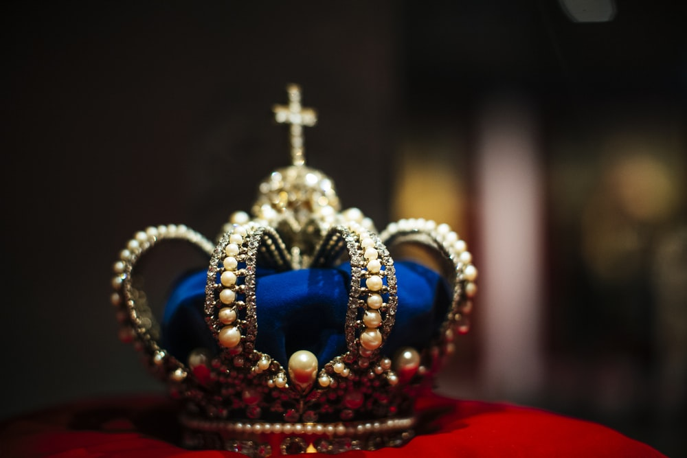 gold and blue crown