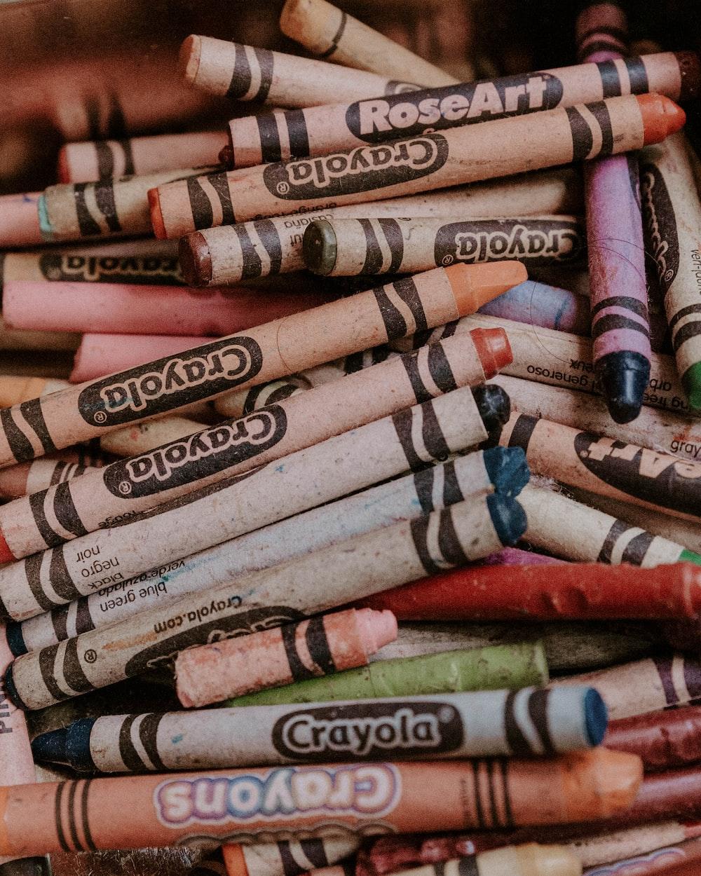 assorted-color Crayola crayons