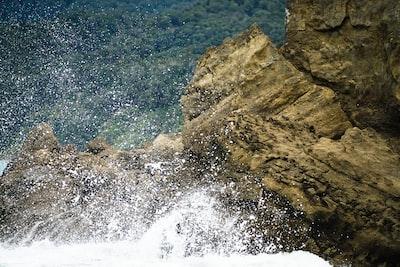 waves crashing on rocks nz zoom background