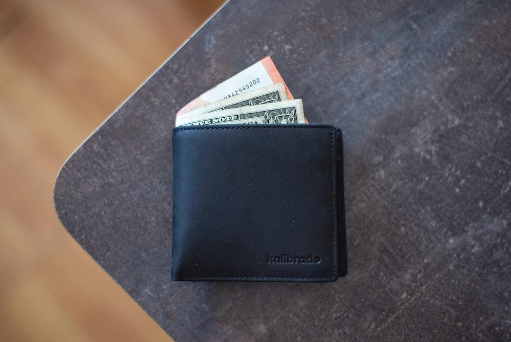 黒革の財布