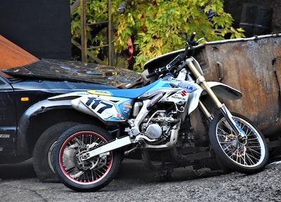 white and blue motorcycle suzuki zoom background