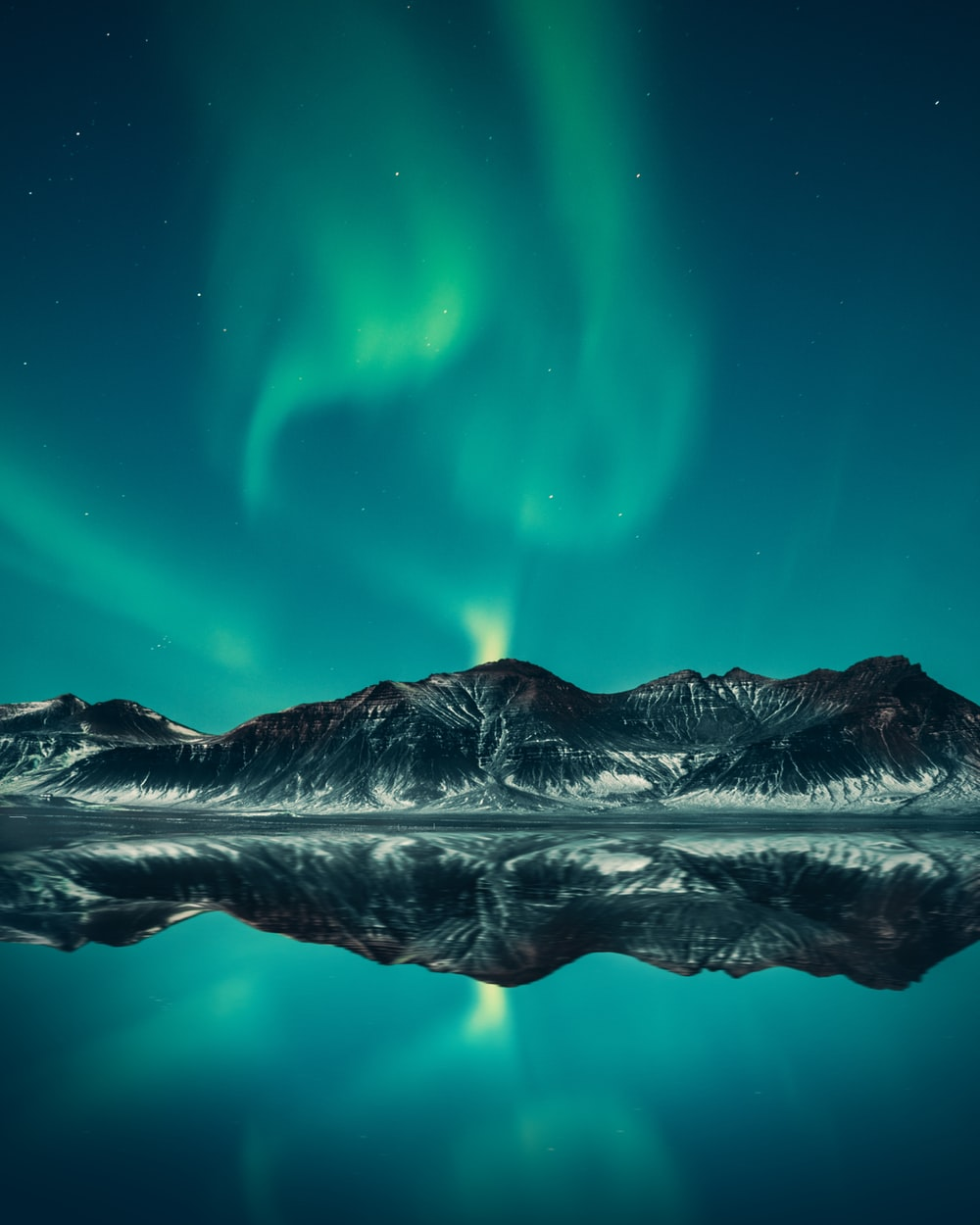green aurora lights digital wallpaper