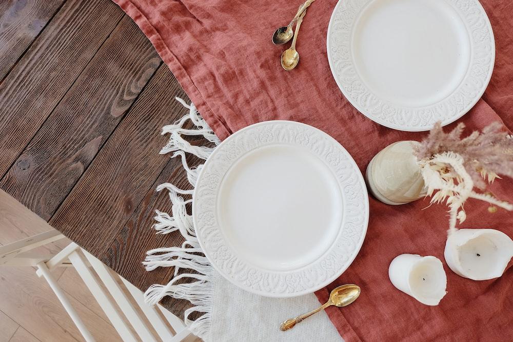 round white plate