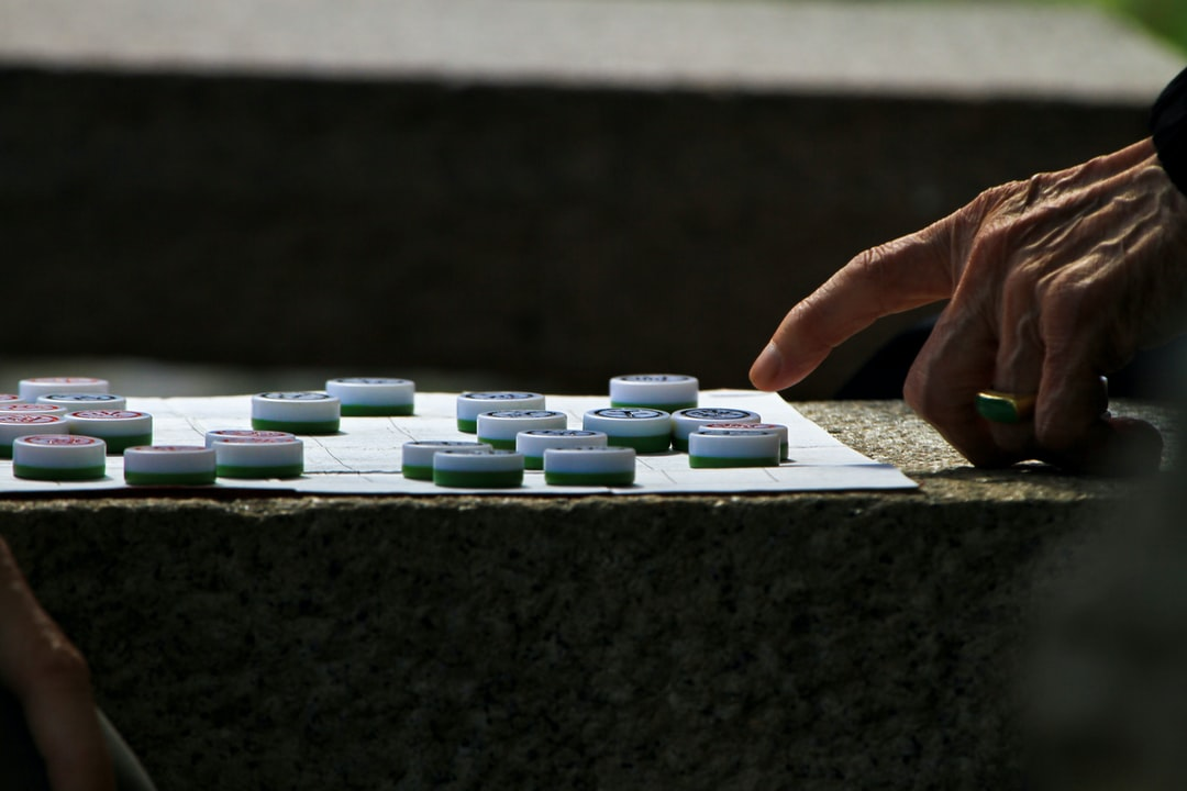 """Elderly men play a """"Banqi"""" game to kill time"""