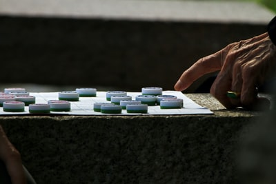"Elderly men play a ""Banqi"" game to kill time"