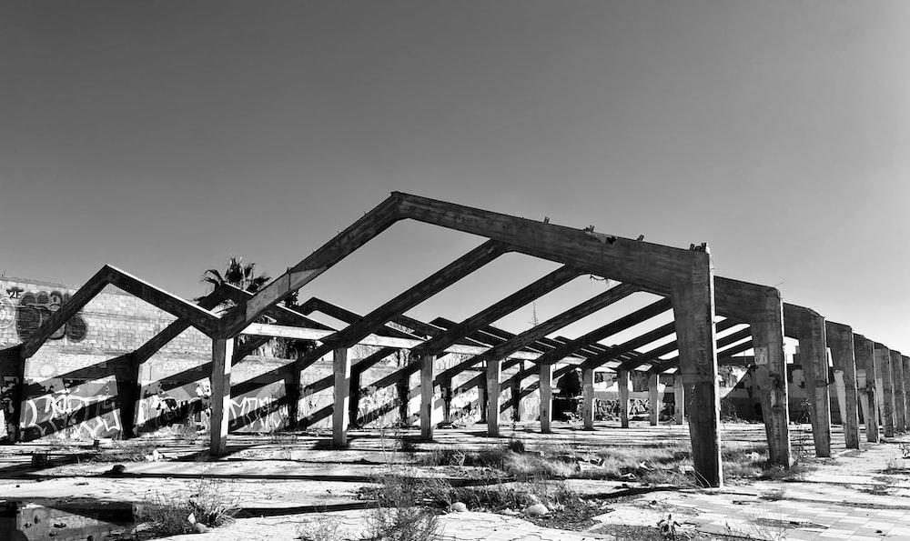 building frame photograph
