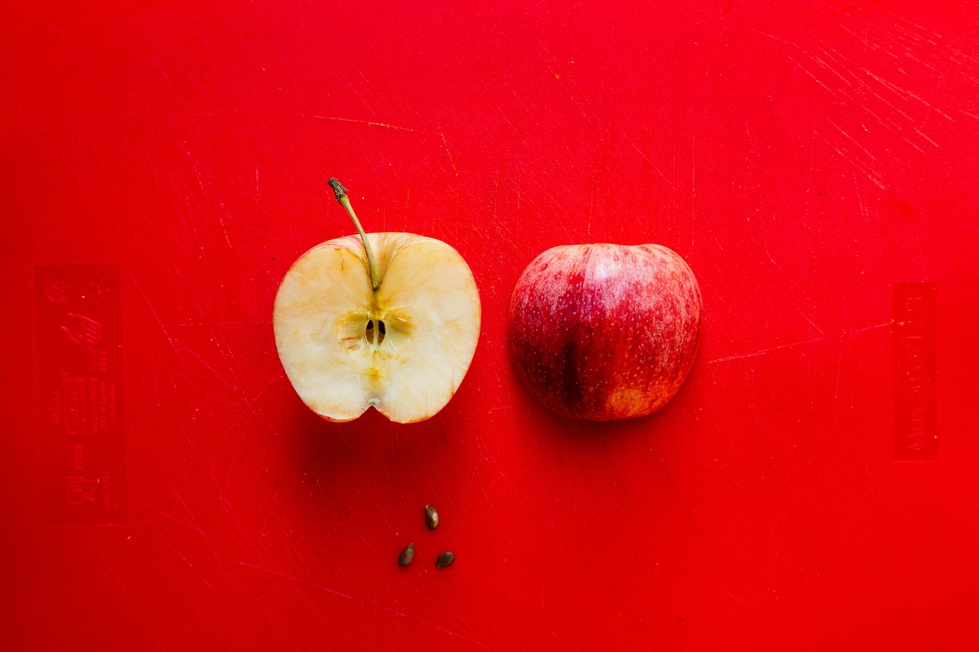 Apple is a superfruit that contains pectin, a prebiotic fiber by Louis Hansel for Unsplash.