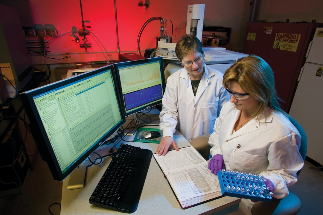 ANALYTICAL CHEMISTS AT LAWRENCE LIVERMORE NATIONAL LABORATORY WORK IN AN ENVIRONMENTAL REFERENCE LABORATORY AT THE FORENSIC SCIENCE CENTER TO DEVELOP AND VALIDATE SENSITIVE METHODS FOR ANALYZING CHEMICAL WARFARE AGENTS.