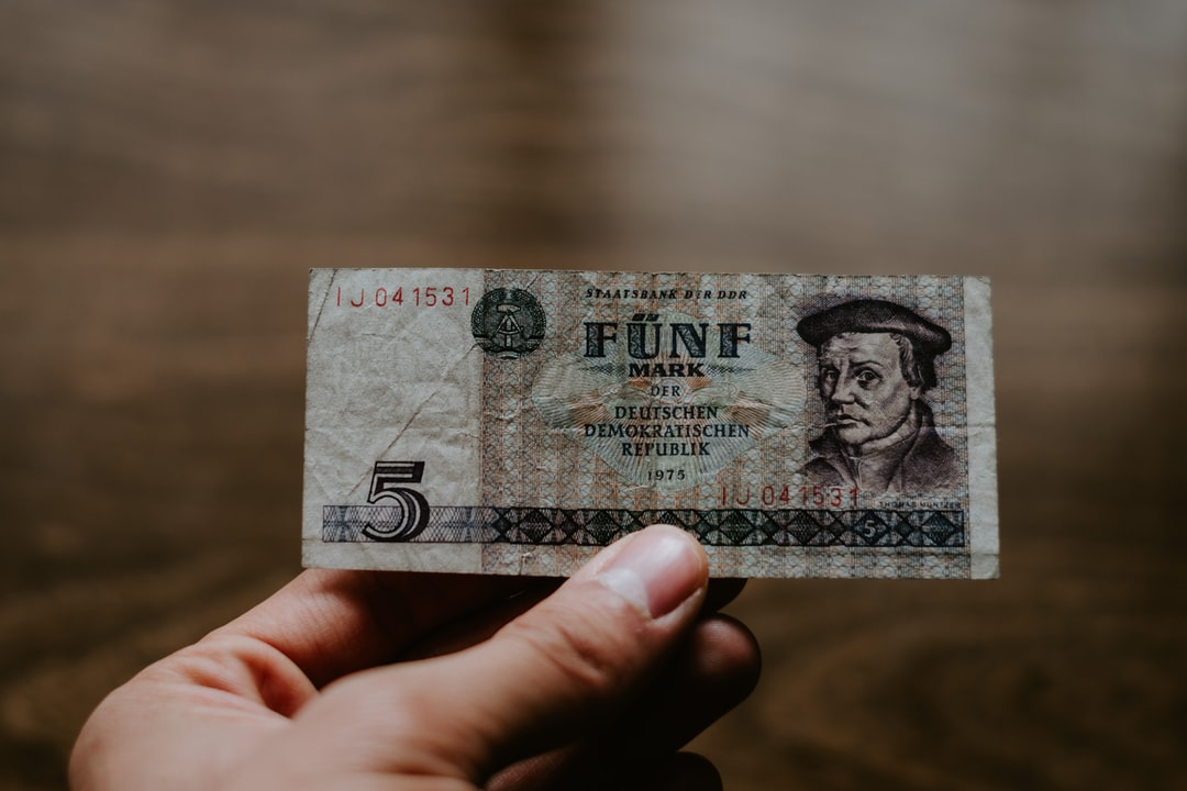 Old Currency of Germany - A 5 Mark Bill - unsplash