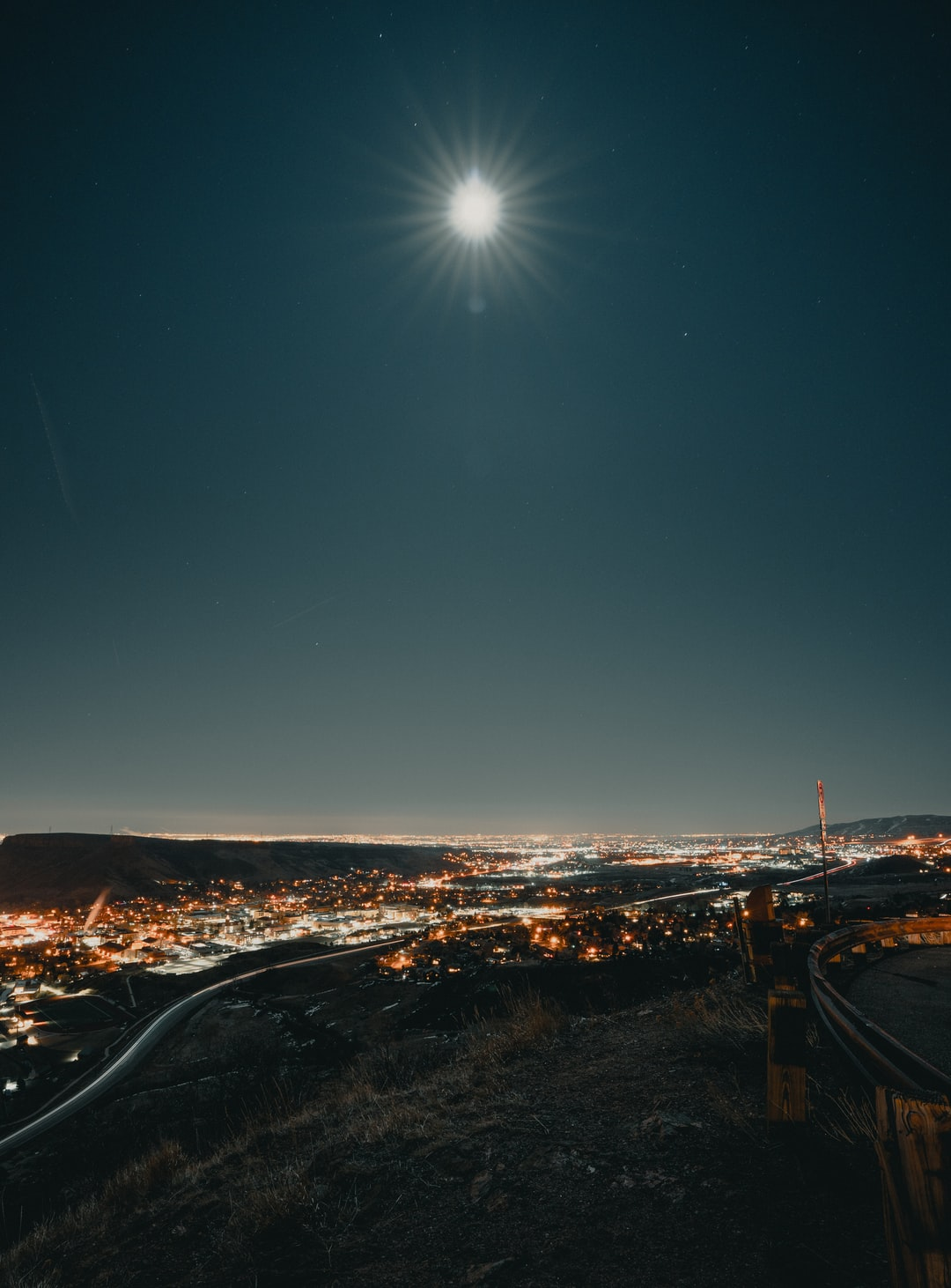 A quick stop at the Golden's Lookout point, plus full moon! [ IG: @clay.banks ]